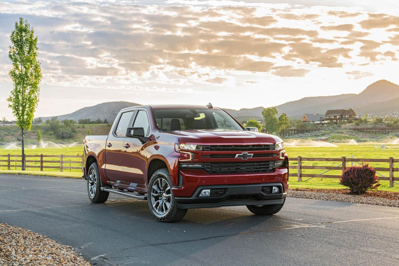 2020 Chevrolet Silverado Diesel front 3/4