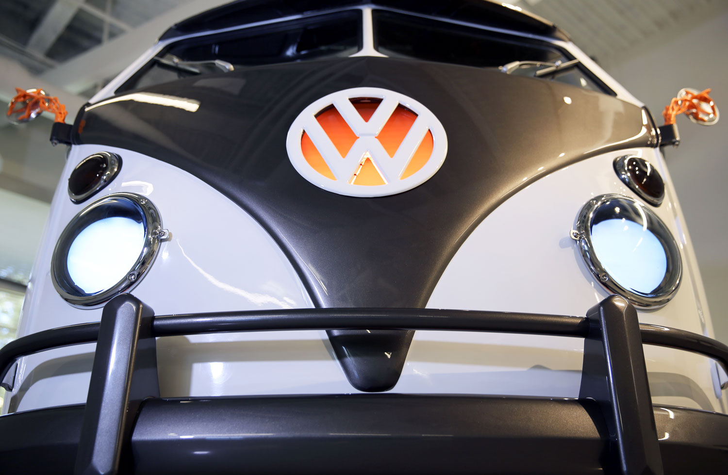 Volkswagen Type 20 concept stuffs new-age tech into a very old-school bus thumbnail