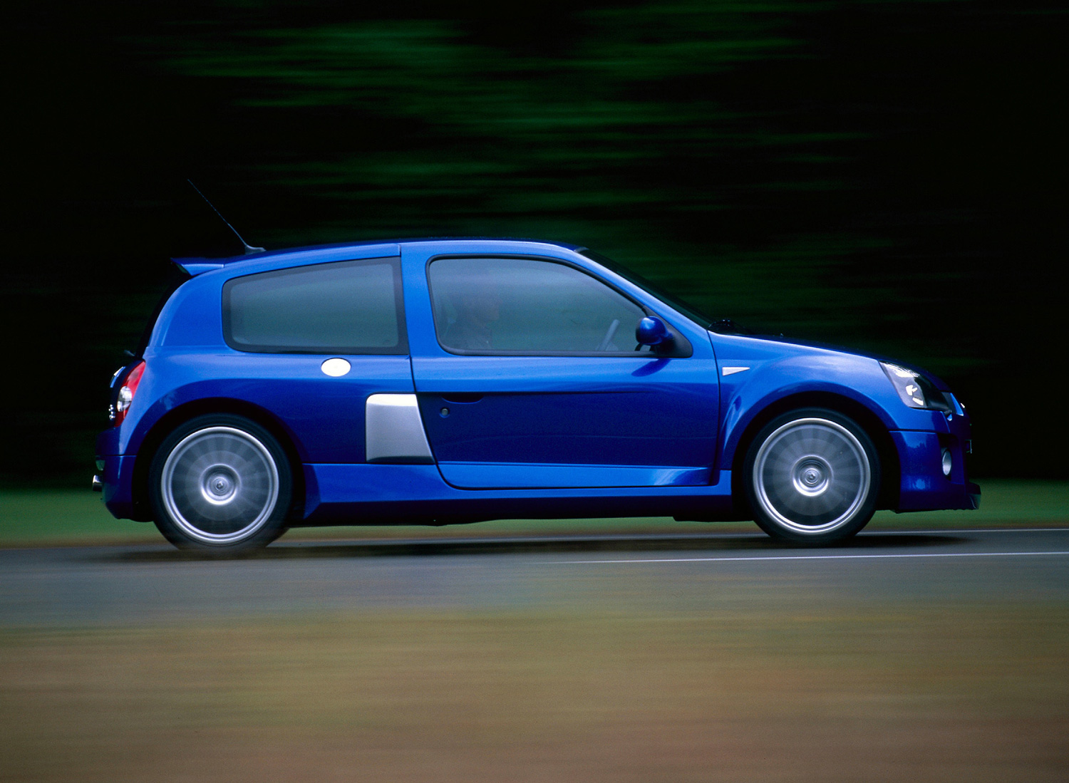 Bortom Hantverk Hertiginna  The Renault Sport Clio V6 is the French hot hatch you badly need in your  life | Hagerty Media