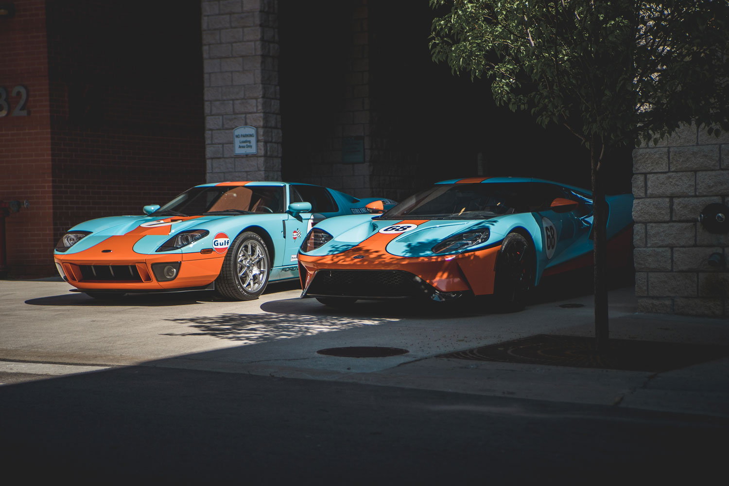 2006 Ford GT Heritage edition (left) and 2017 Ford GT Heritage edition (right)