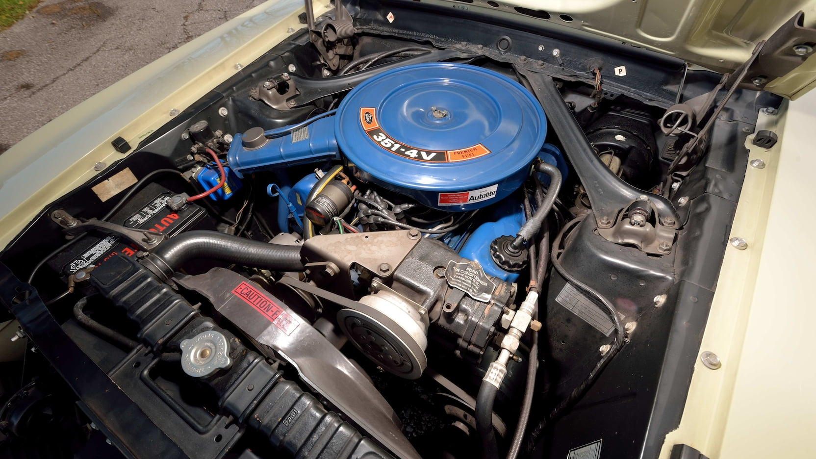 1970 Ford Mustang 351 Cleveland engine
