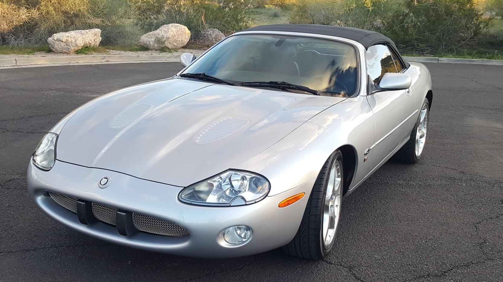 2001 Jaguar XKR front 3/4