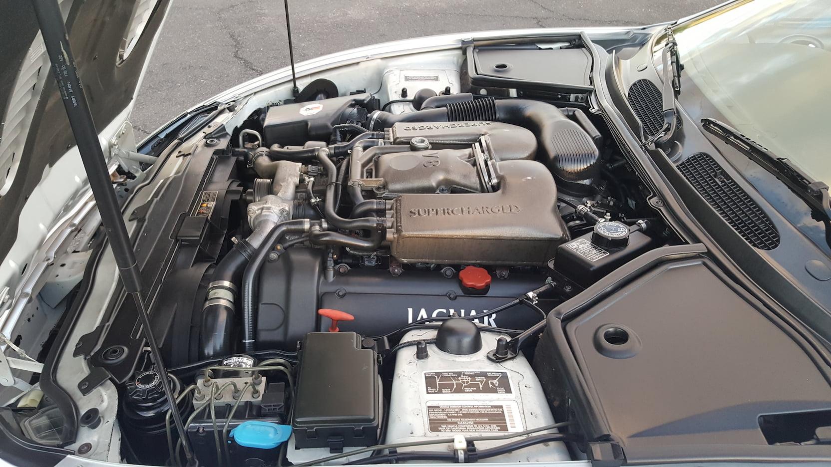2001 Jaguar XKR engine