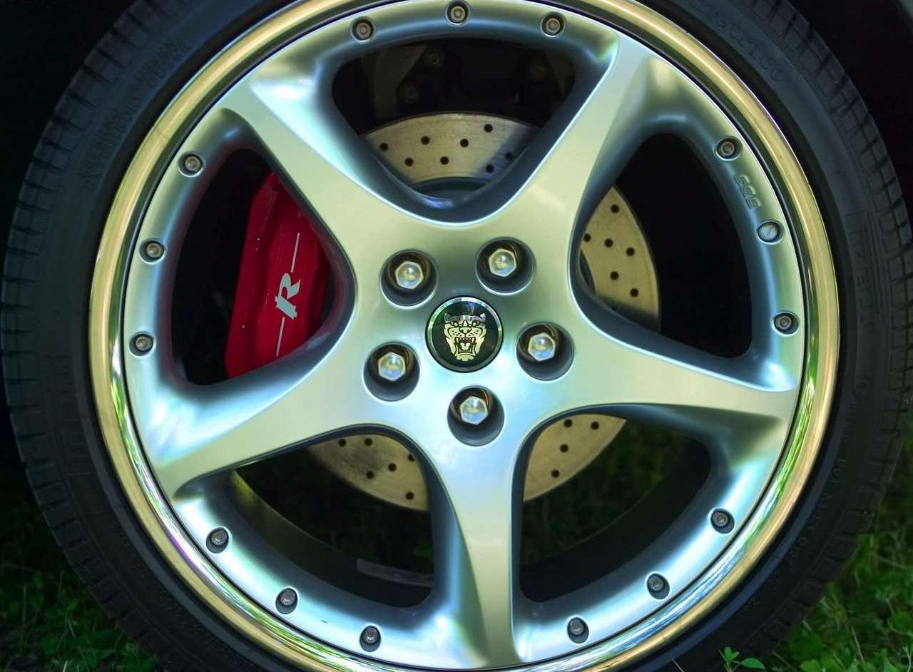 2005 Jaguar XKR wheel detail