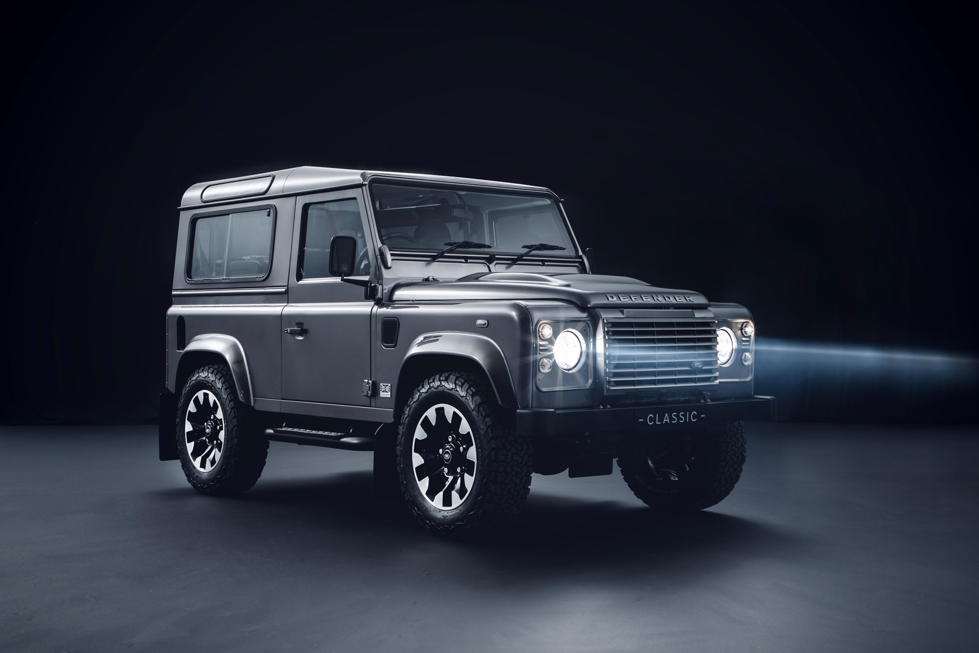 Land Rover will factory upgrade your 1994–2016 Defender thumbnail