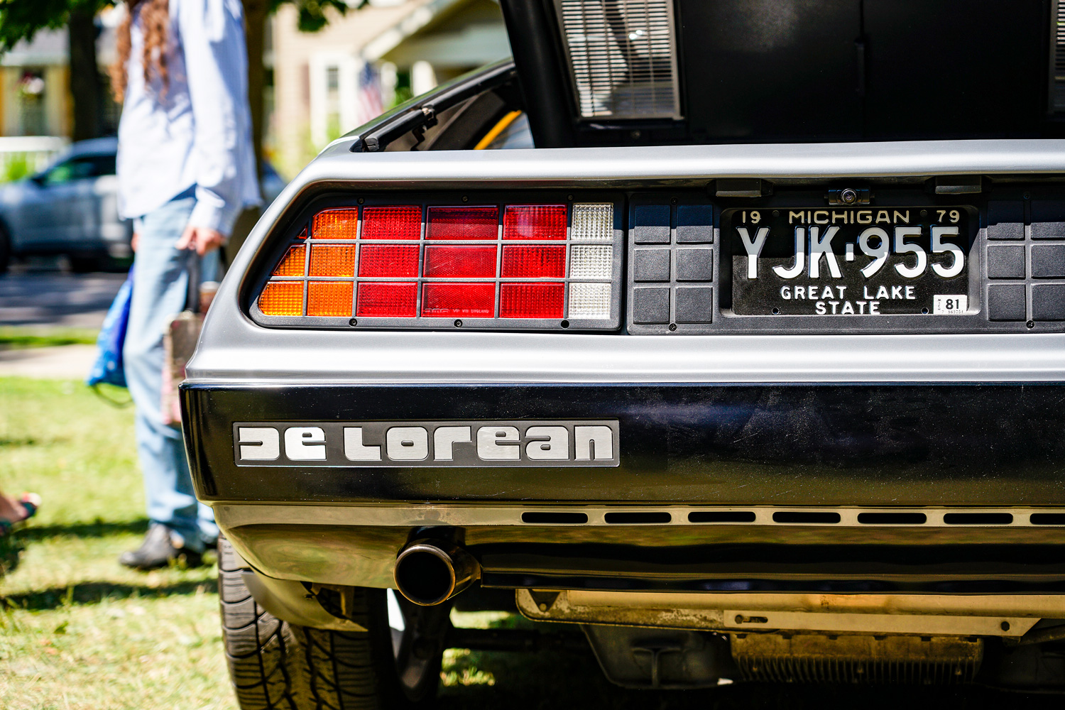DeLorean rear badge