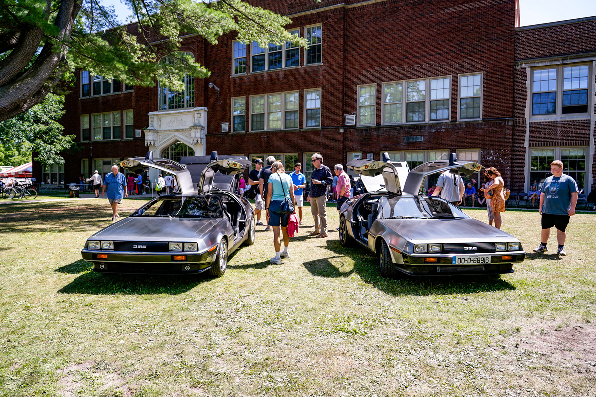 pair of DeLoreans