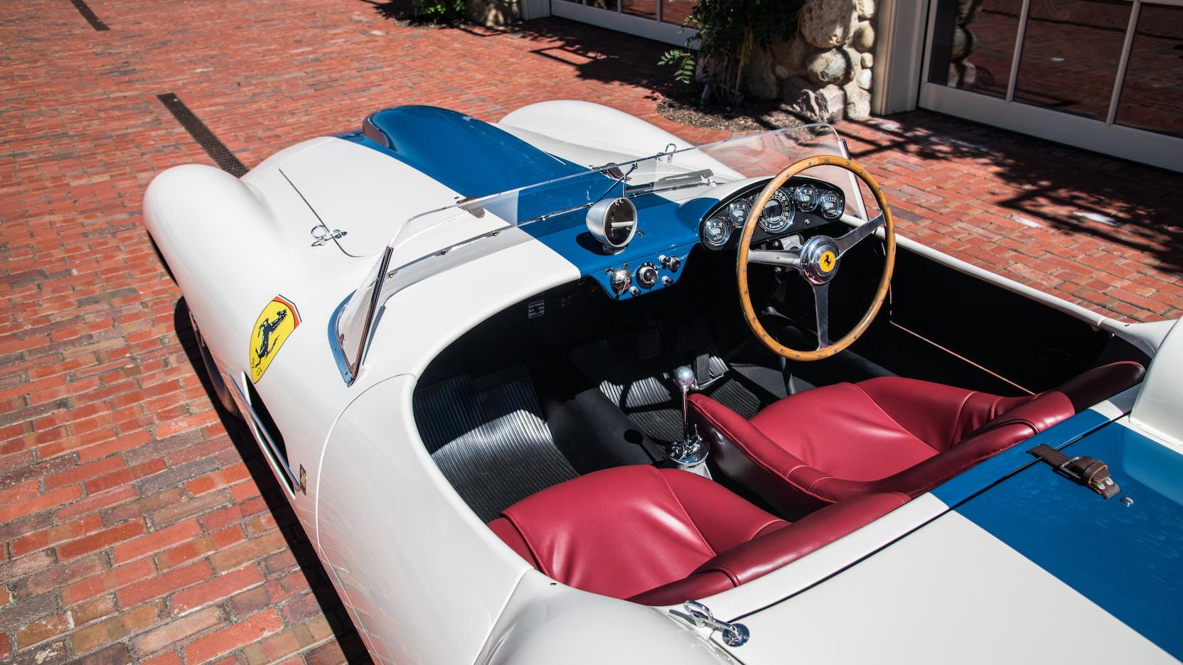 Ferrari 0432M interior