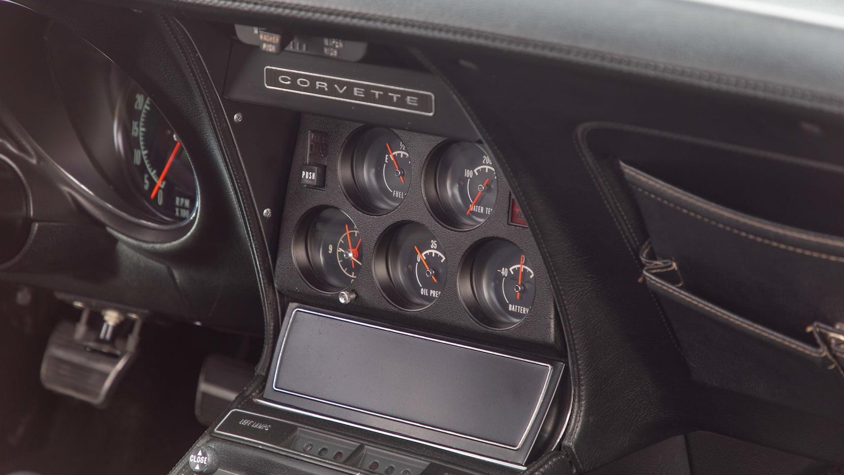 1971 Chevrolet Corvette ZR2 gauges