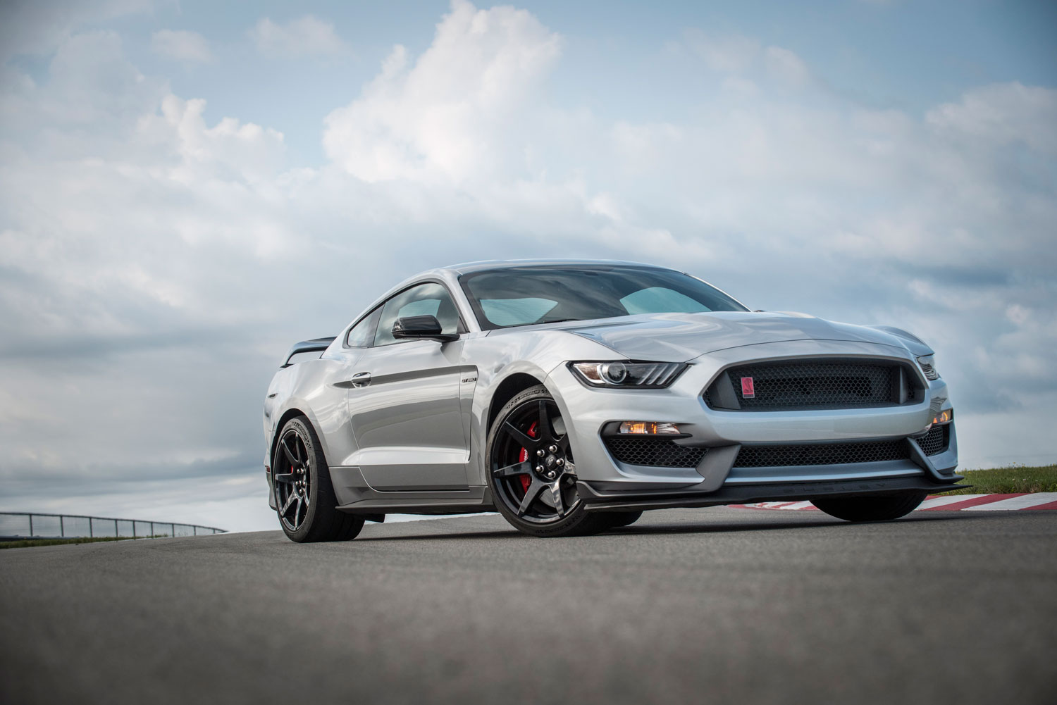 2020 Mustang Shelby GT350R to add GT500's chassis upgrades thumbnail