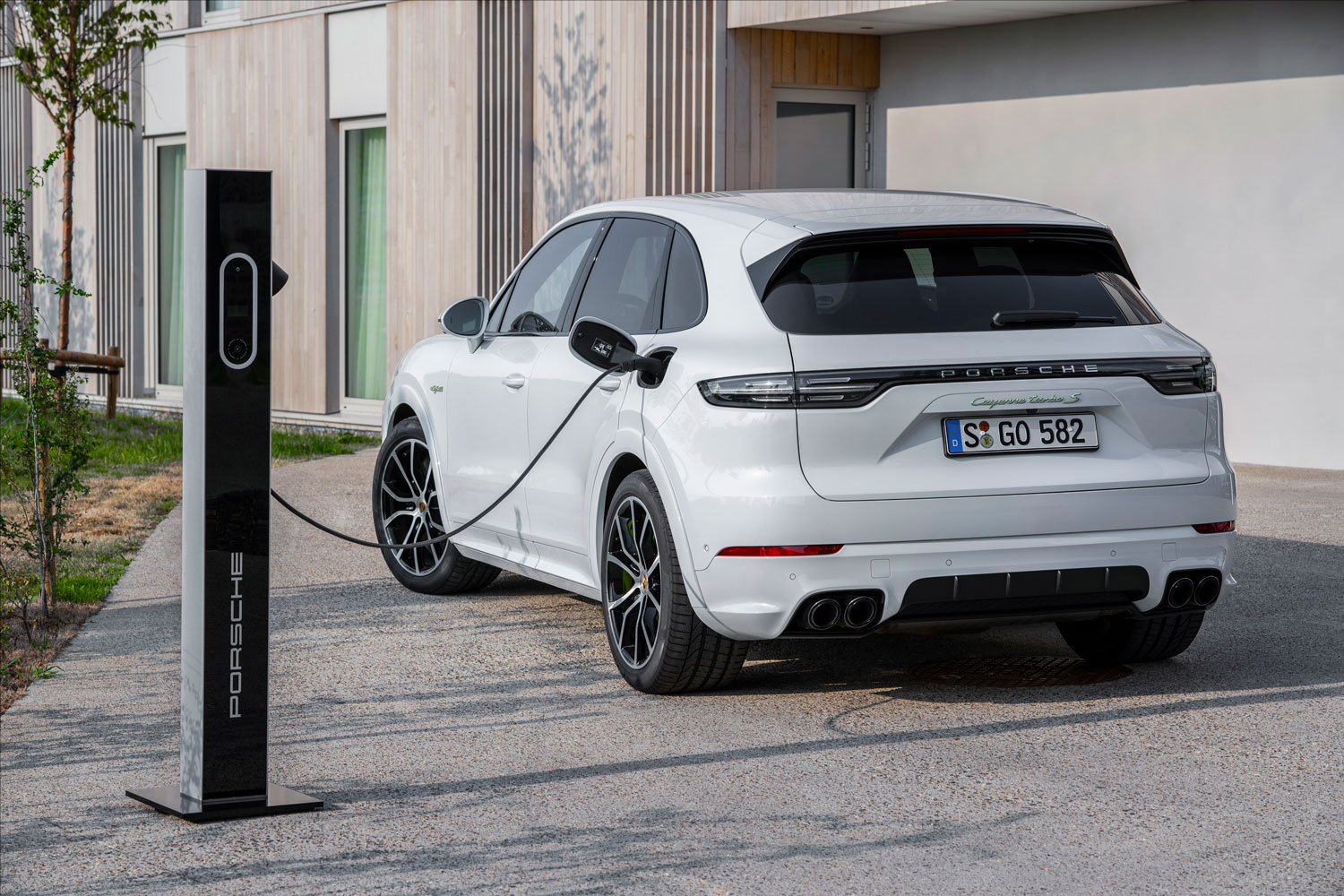 2020 Porsche Cayenne S E Hybrid Will Pack 670 Hp Hagerty Media