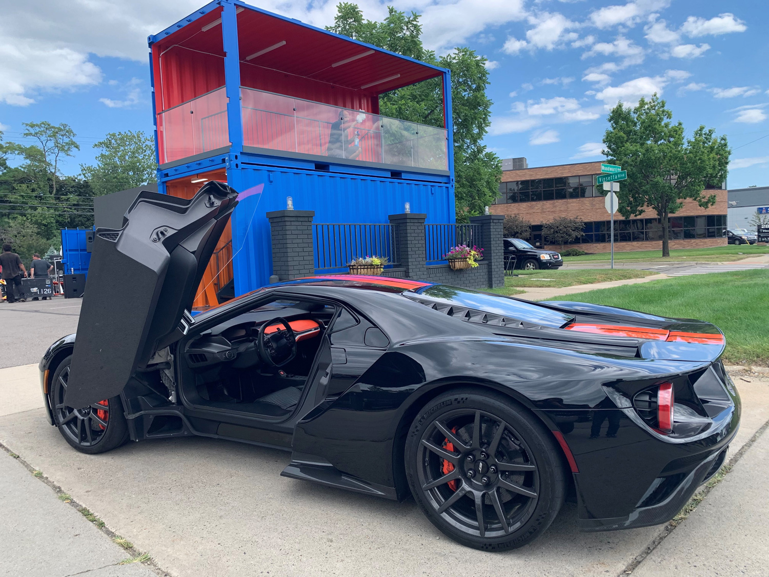 Winning a Woodward drag race in the world's worst Ford GT