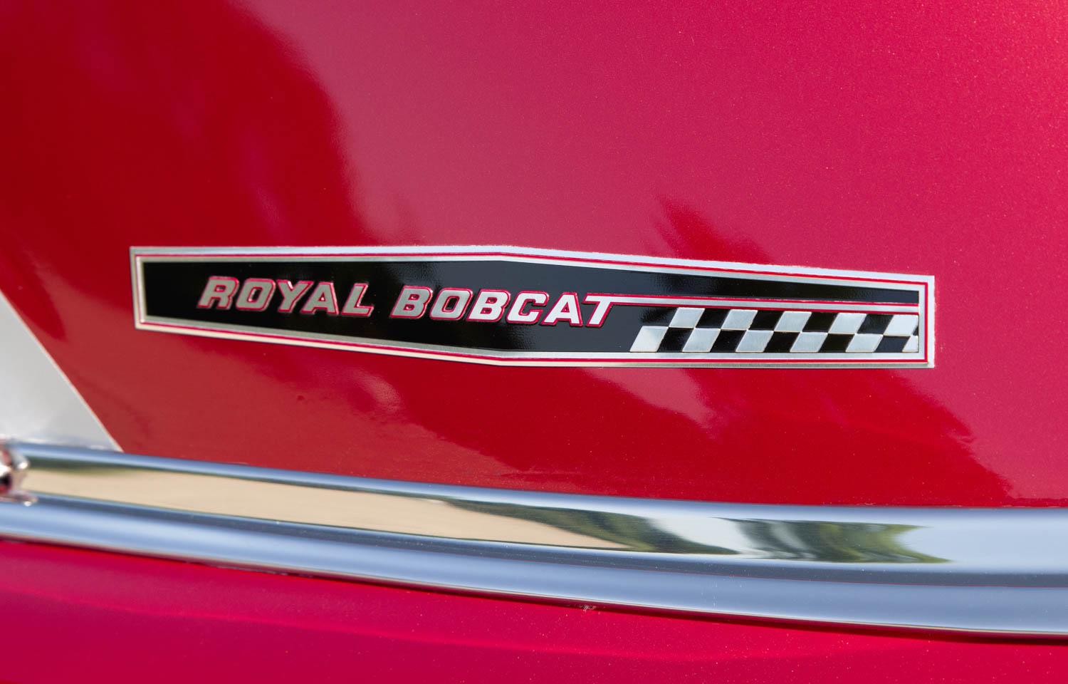 An identifying badge on the C-pillar indicates this is a '62 Catalina Royal Bobcat.