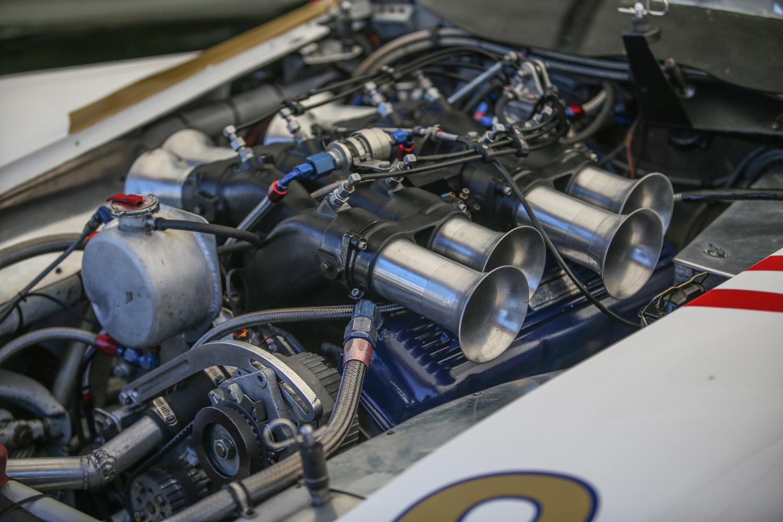 Corvette Big-block cross-ram throttle bodies