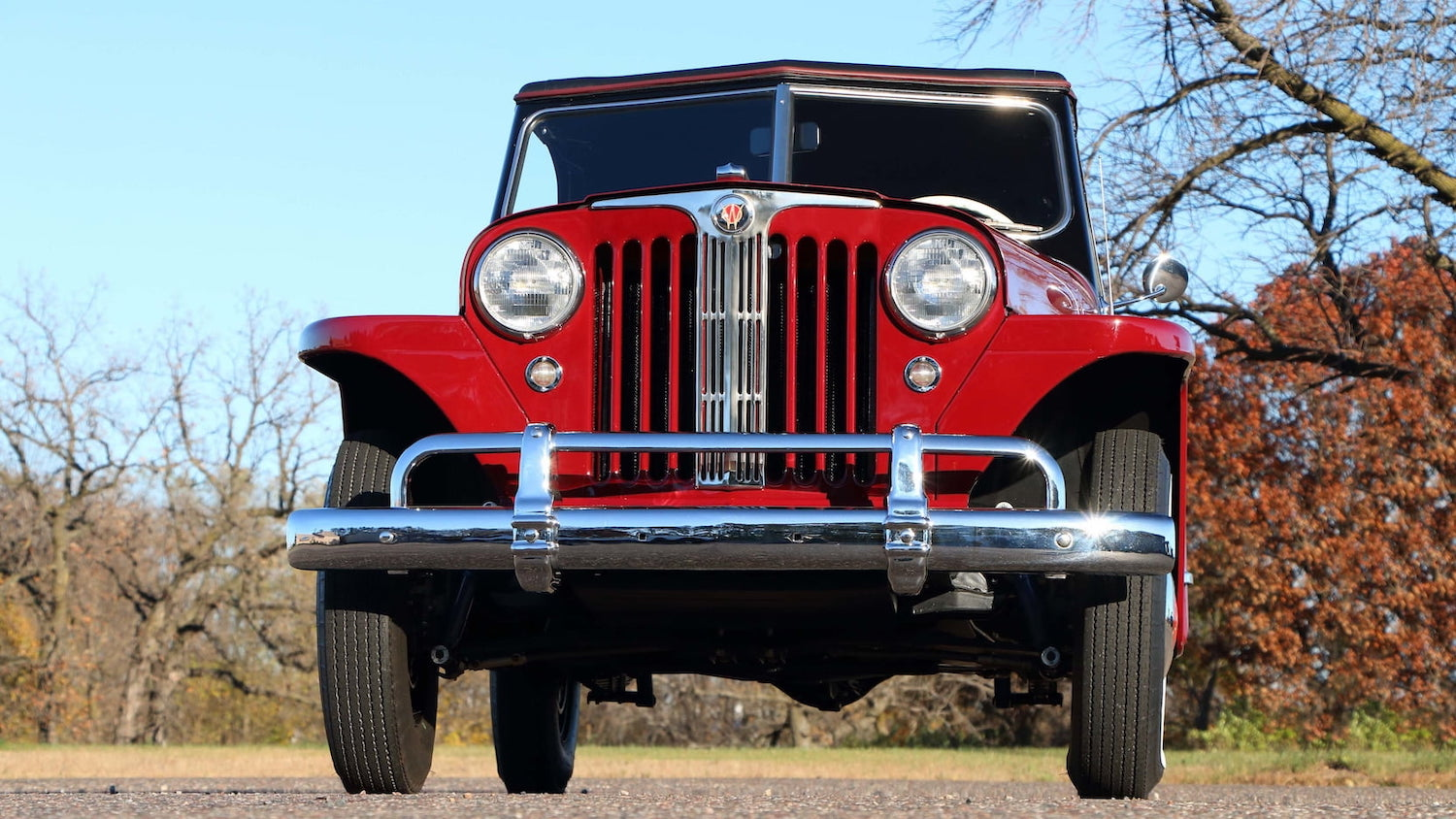 Willys Jeepster Front