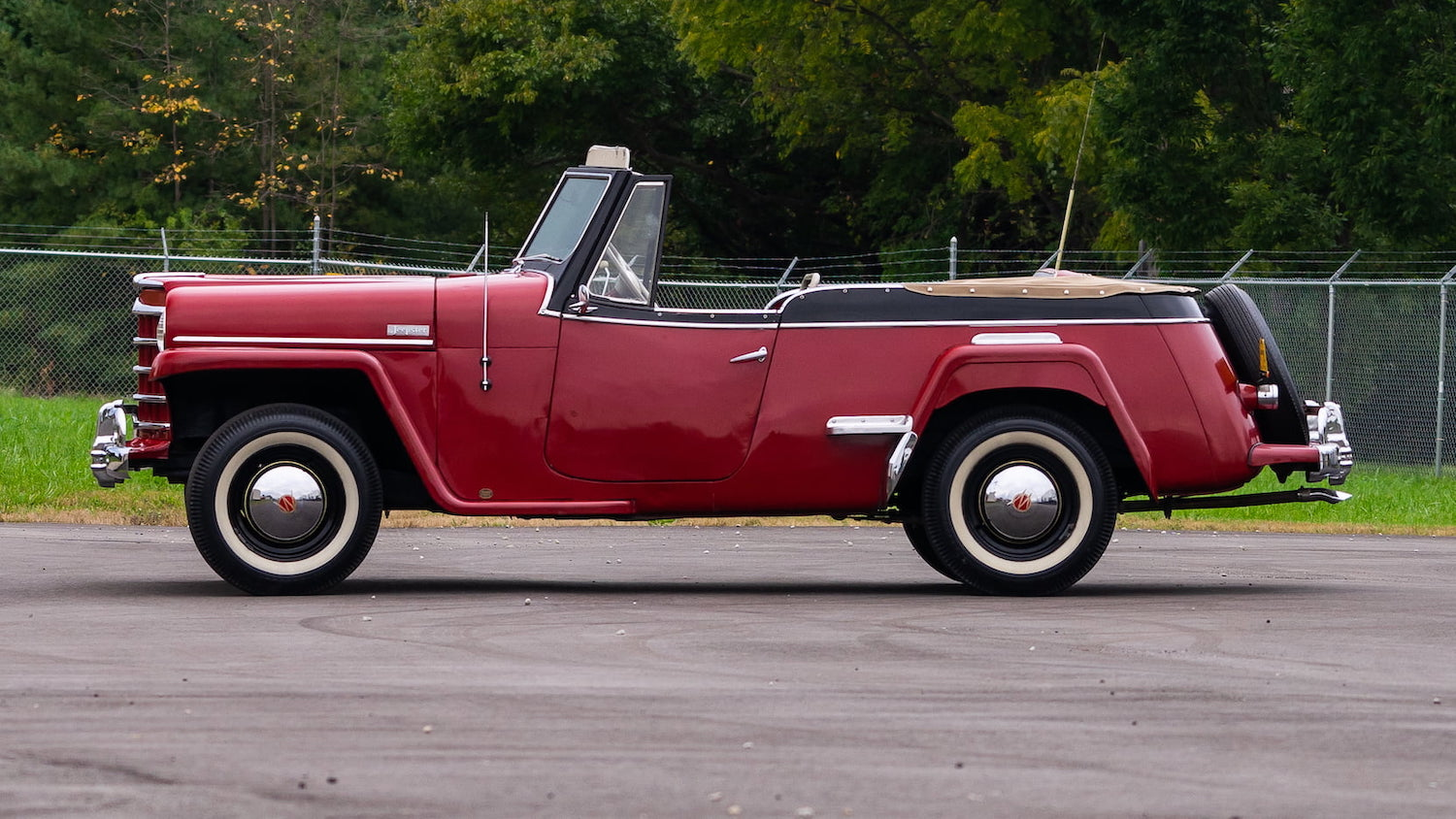 WIllys Jeepster Side