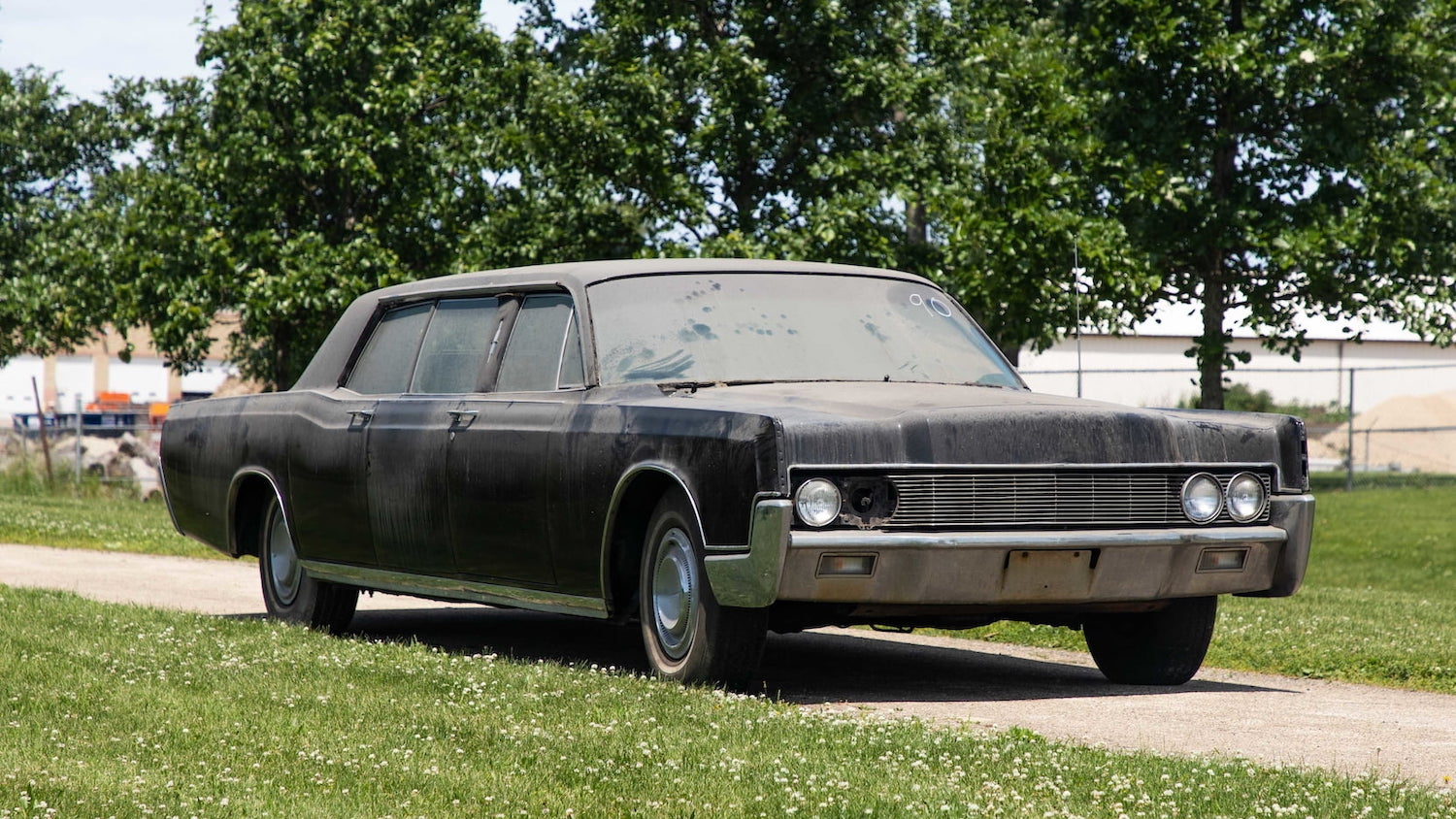 Elvis' 1967 Lincoln, a wedding gift from Colonel Parker, sells for $165,000