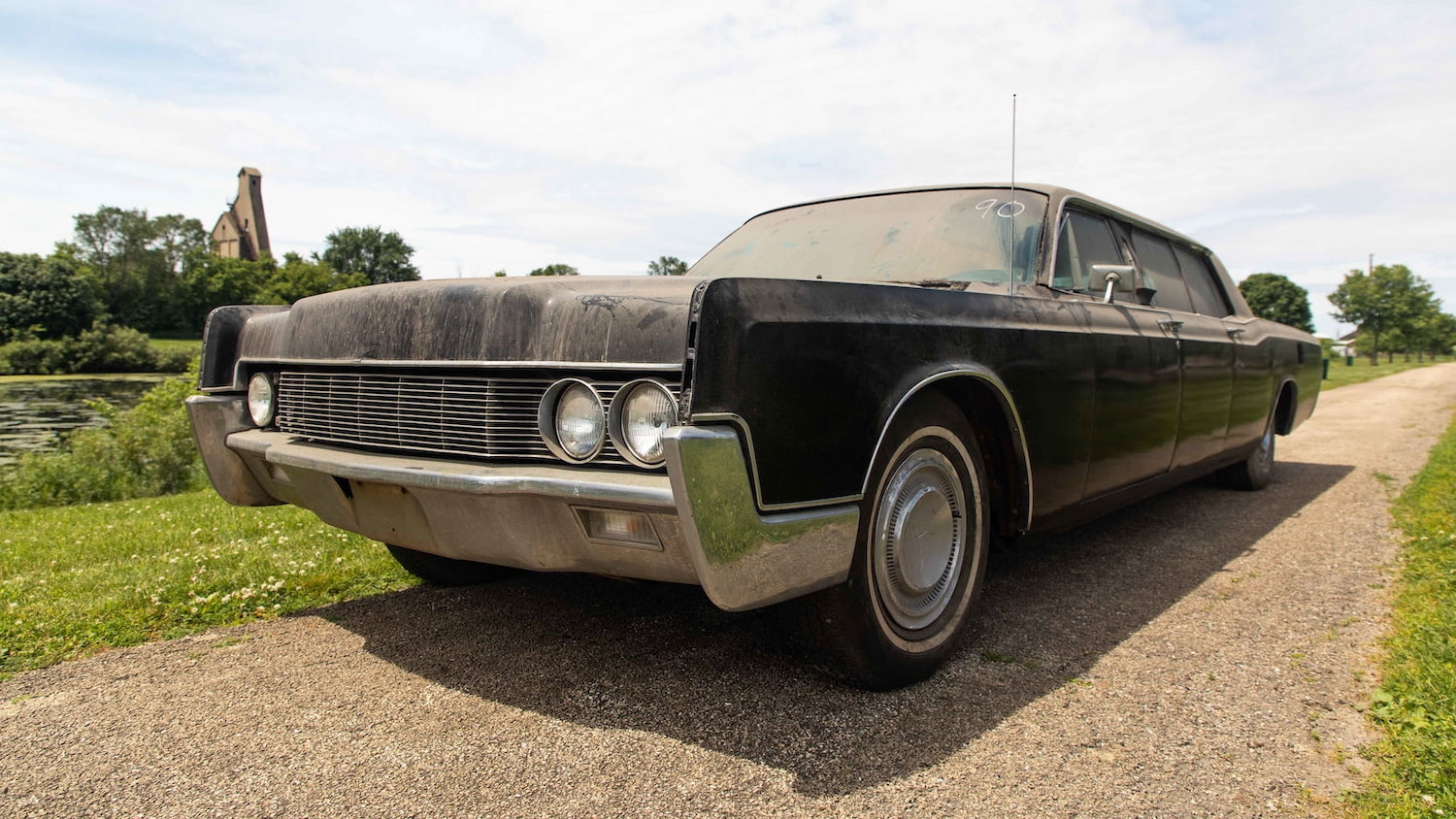 Elvis Limo Front