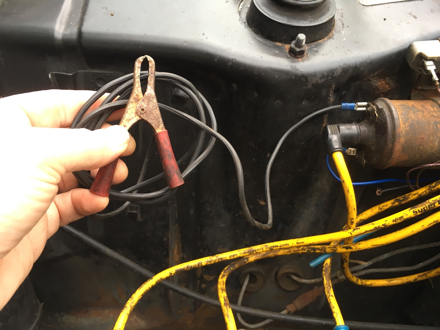 Cable alligator clip connected coil battery positive