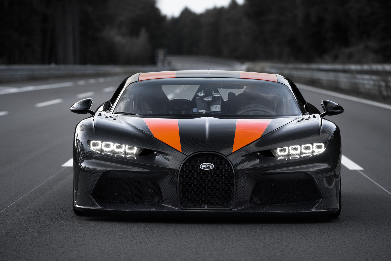 Bugatti hits 304.77 mph in modified Chiron; retires from record attempts thumbnail