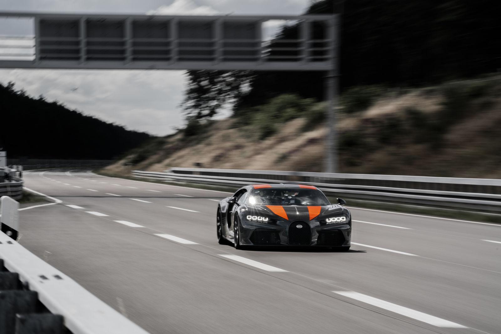 Bugatti Chiron driving