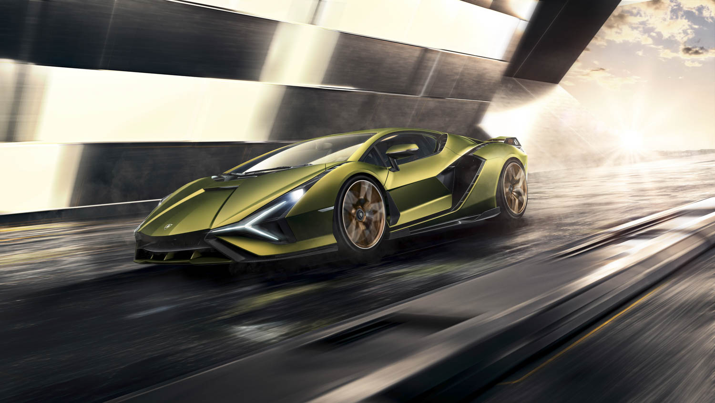 Lamborghini Sián driving