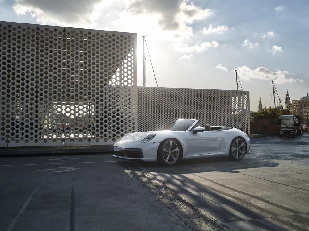 2020 Porsche 911 drops its top in Frankfurt thumbnail
