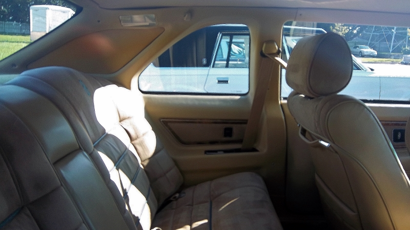 1986 Lincoln Mark VII Bill Blass back seat