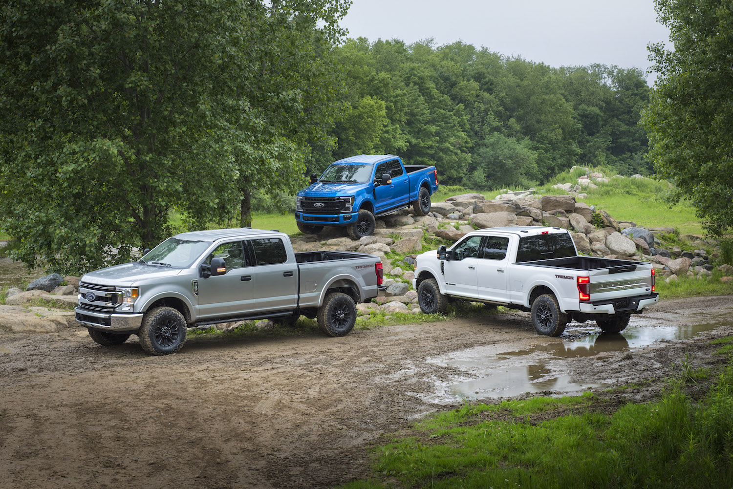 The 2020 Ford F-Series Super Duty can tow 37,000 pounds thumbnail