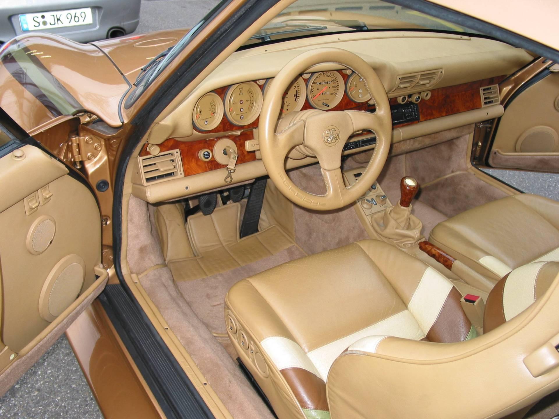 Golden Porsche 959