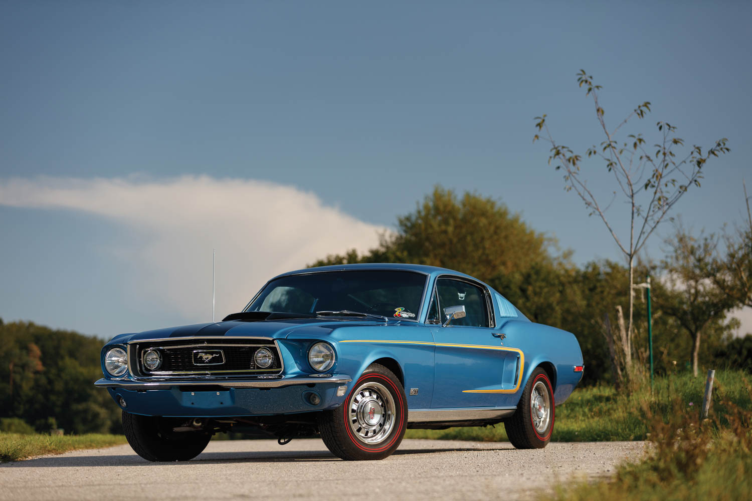 428 Cobra Jet invades RM Sotheby's London auction with muscle car brawn thumbnail