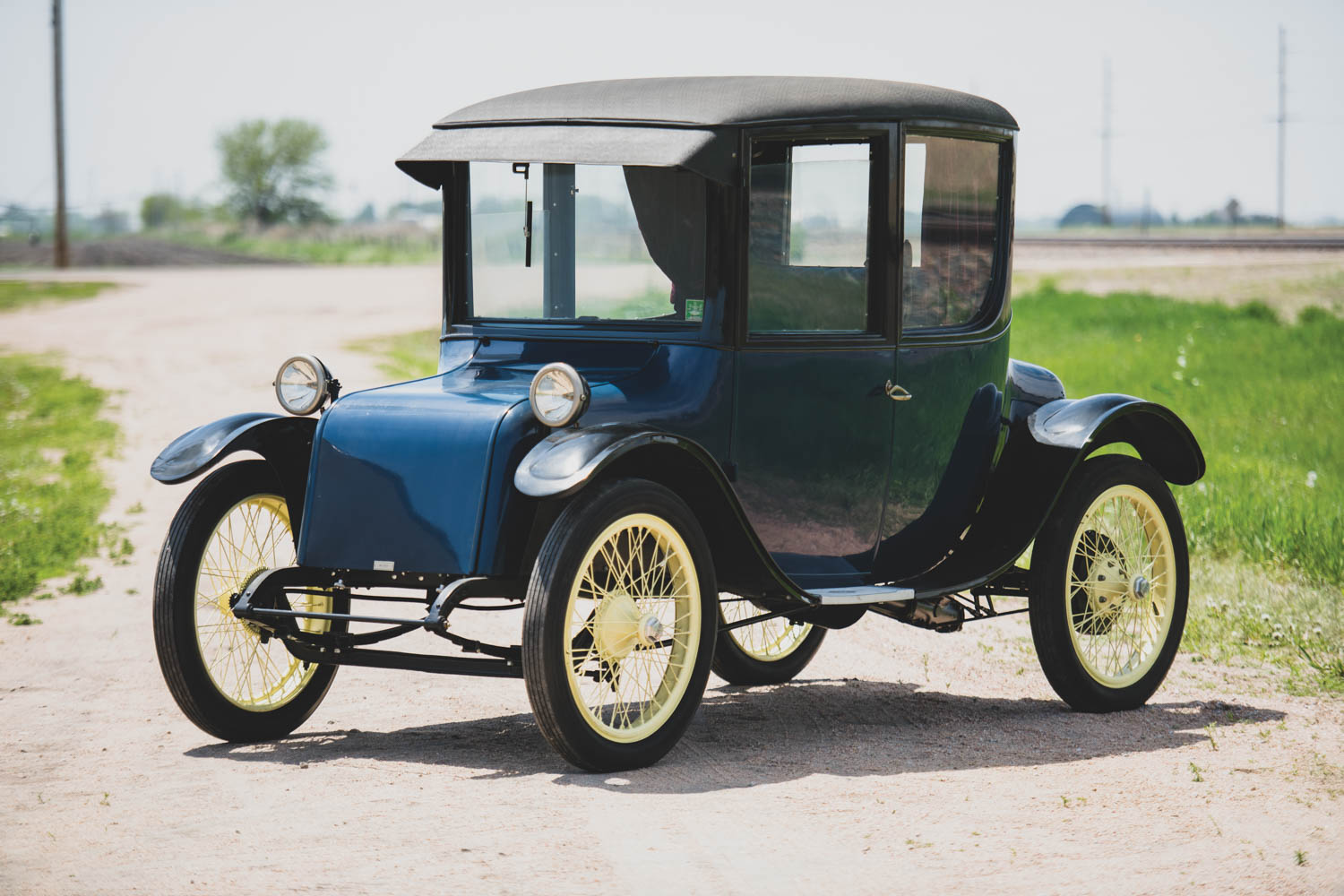 1915 Milburn Electric Model 15 Light Coupe