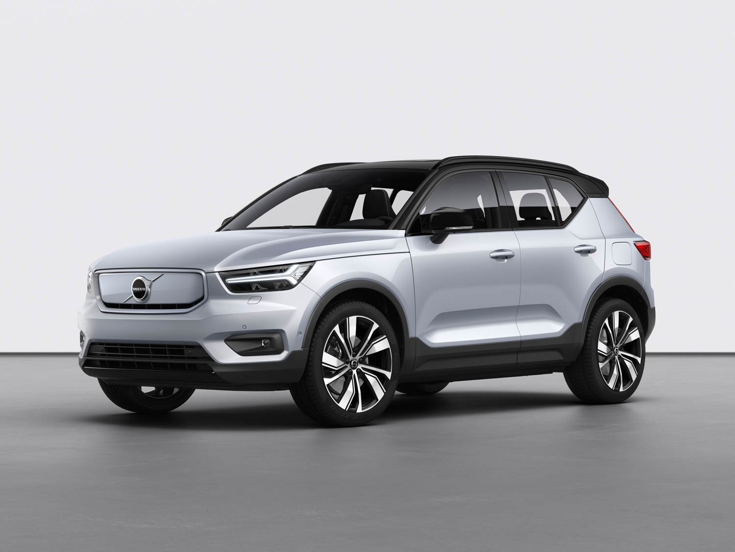 Volvo introduces all-electric XC40 Recharge thumbnail
