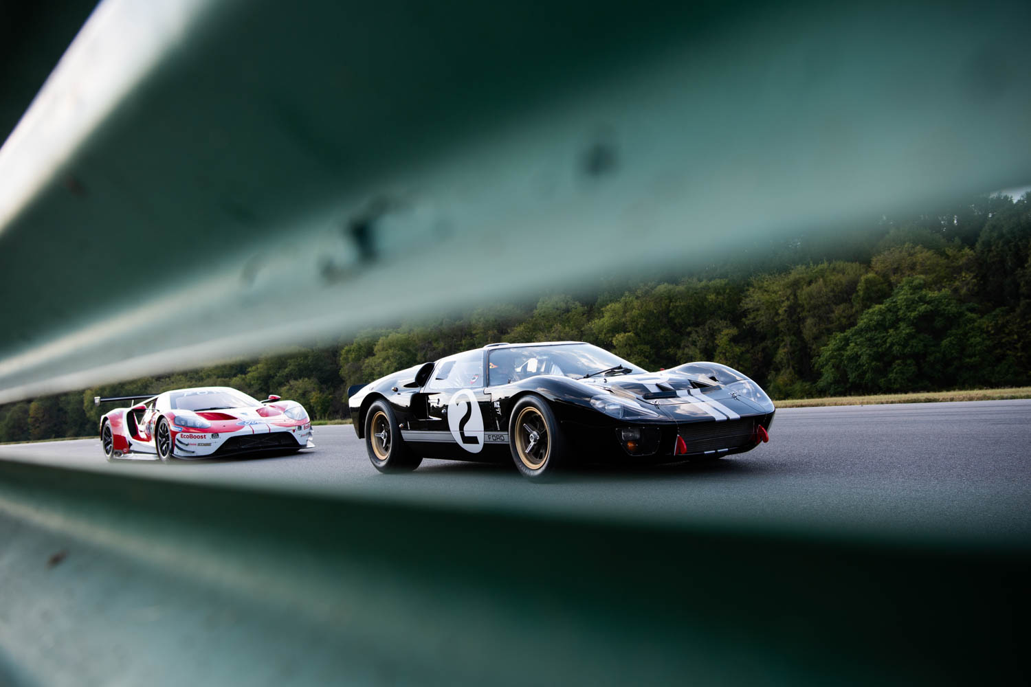 More than 50 years of aerodynamic knowledge separates these two racers. The modern car expertly channels the air, whereas the GT40 fights high-speed lift.