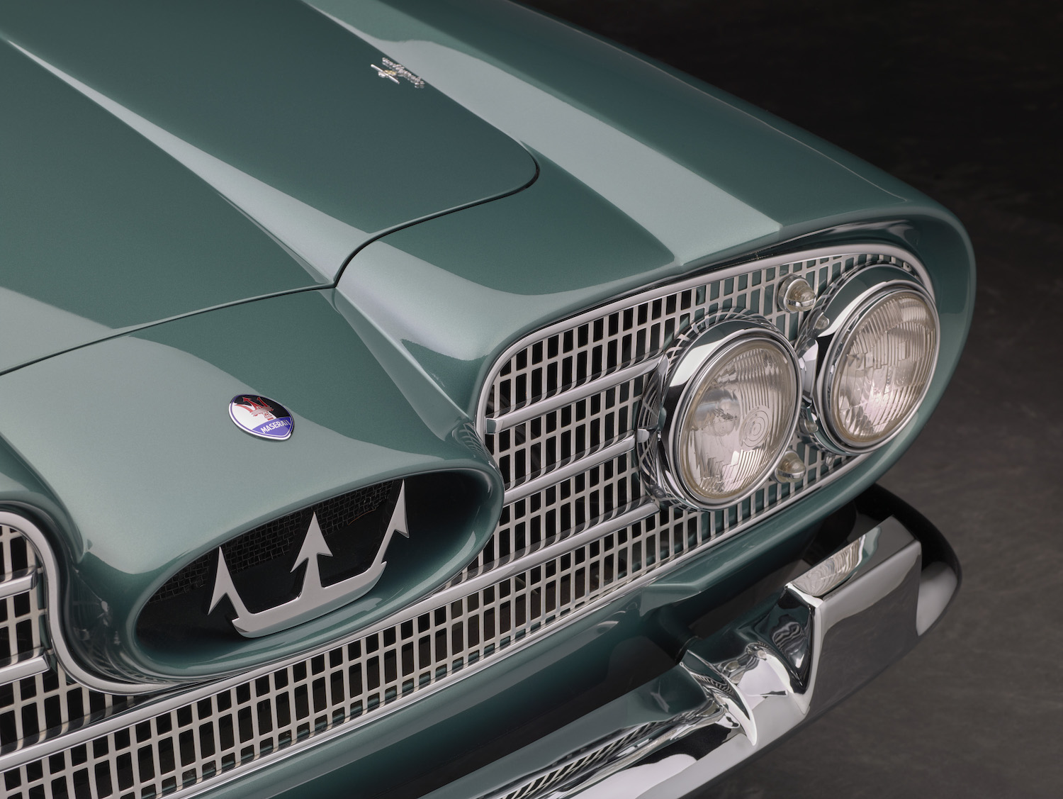 Maserati 5000 GT front grille and light