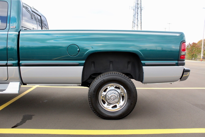 1998 Dodge Ram 2500 Diesel 4×4 5-Speed rear side panel