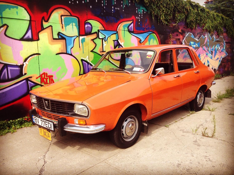 1977 Dacia 1300 front three-quarter