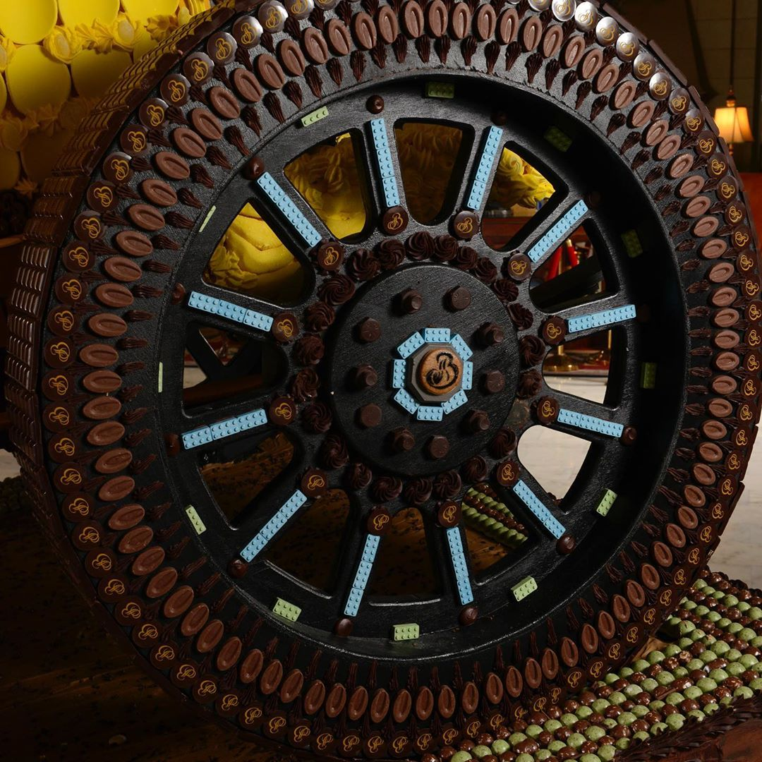 broadmoor special yellow devil gingerbread display wheel detail