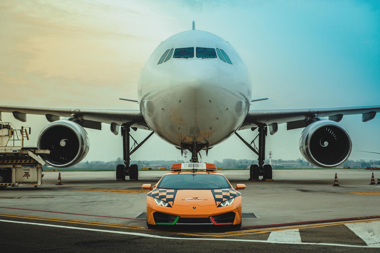 "Wartburg beats Lamborghini Huracán RWD as airport ""Follow Me"" vehicle"