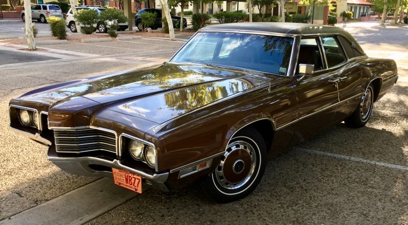 1971 four door thunderbird front three-quarter