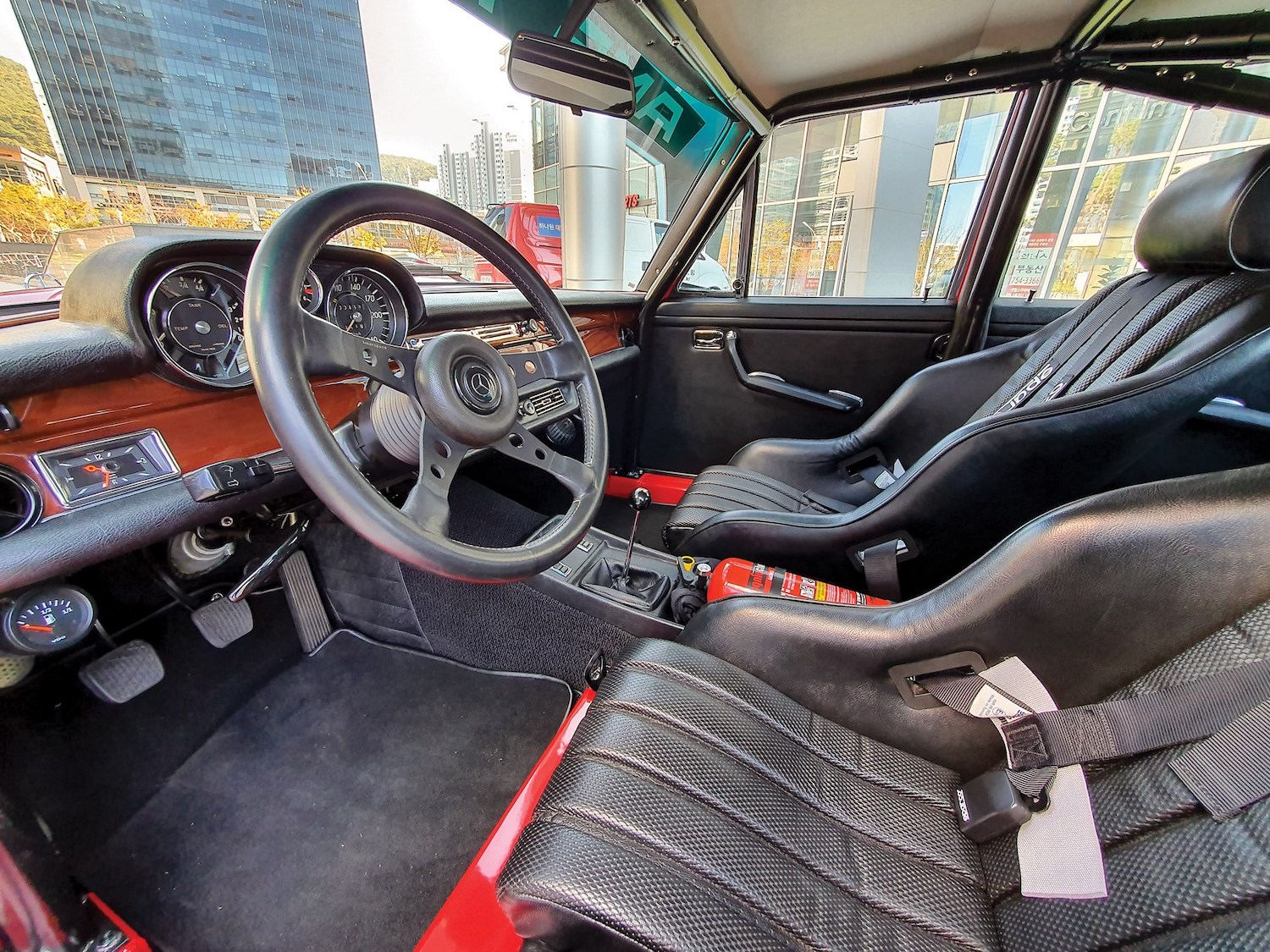 1969 Mercedes-Benz 300 SEL 6.3 'Red Pig' Replica interior