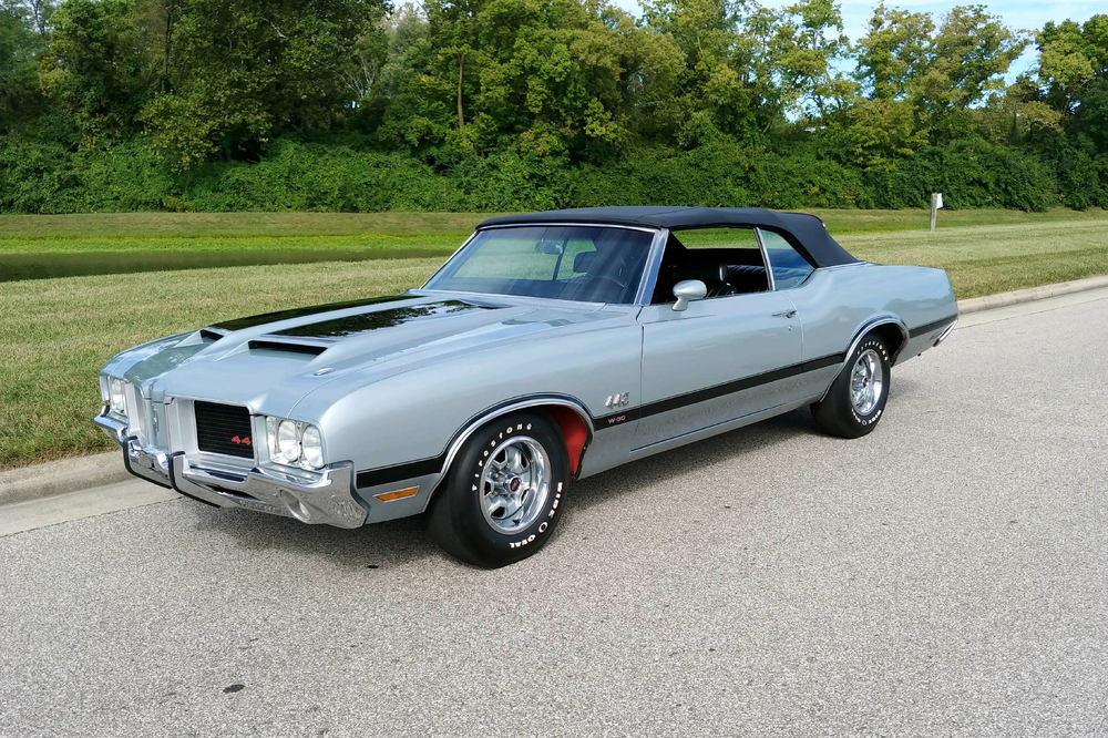 13 all-American V-8 machines to score at the Arizona 2020 auctions thumbnail
