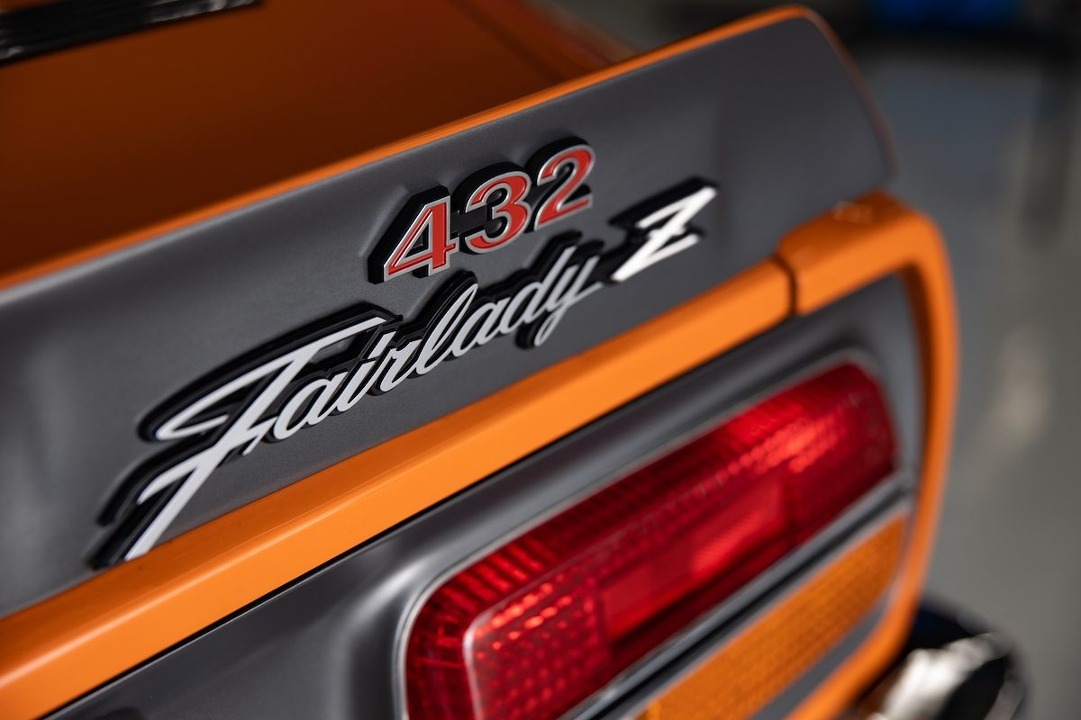 rear 432 fairlady-z badge close-up