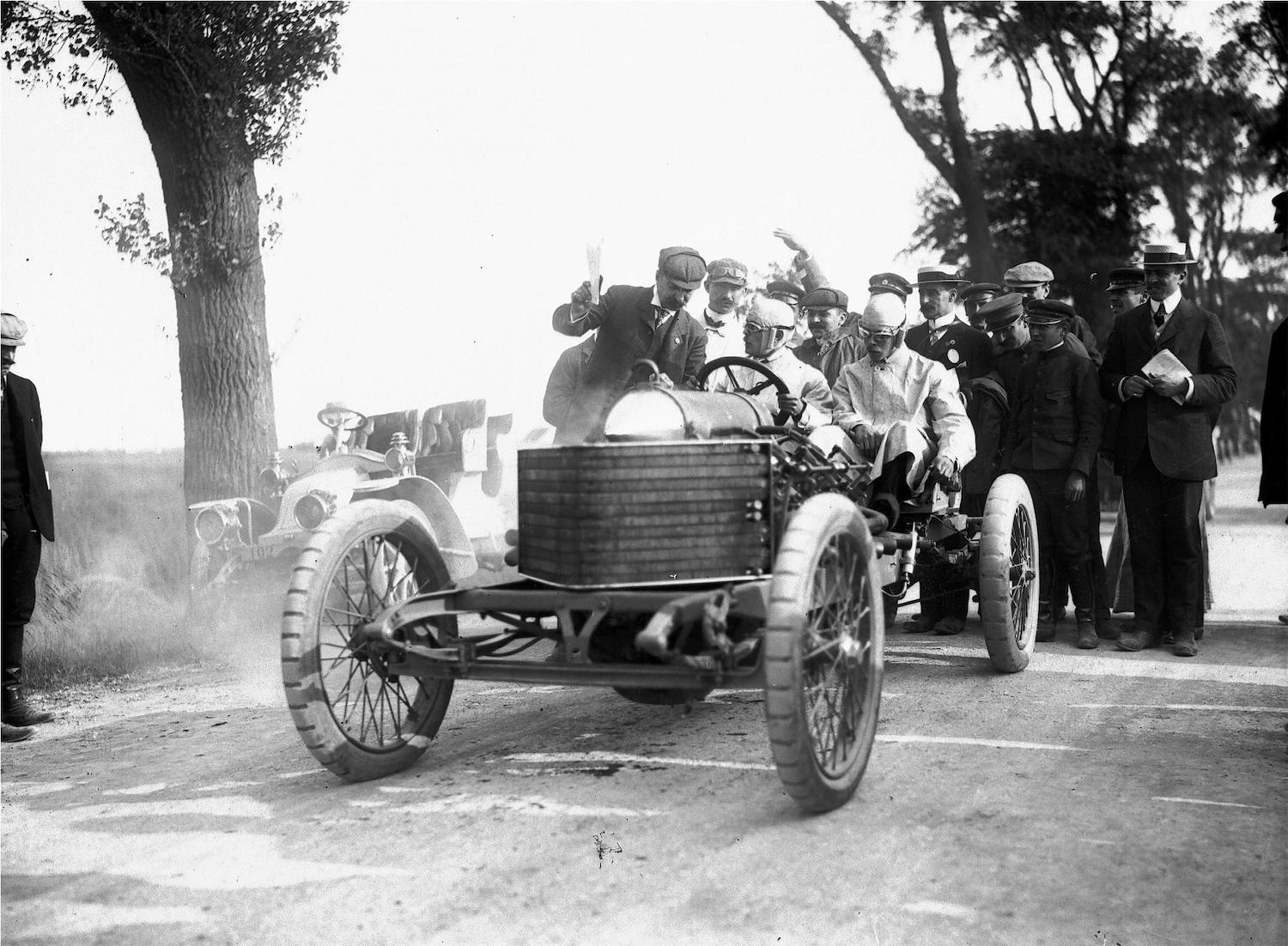 1905 Darracq Sprint Two-Seater front three-quarter