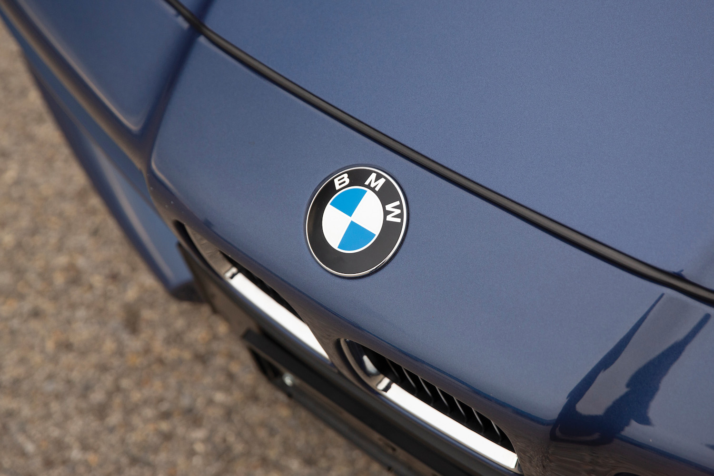 1993 BMW Alpina B12 5.7 Coupe front emblem