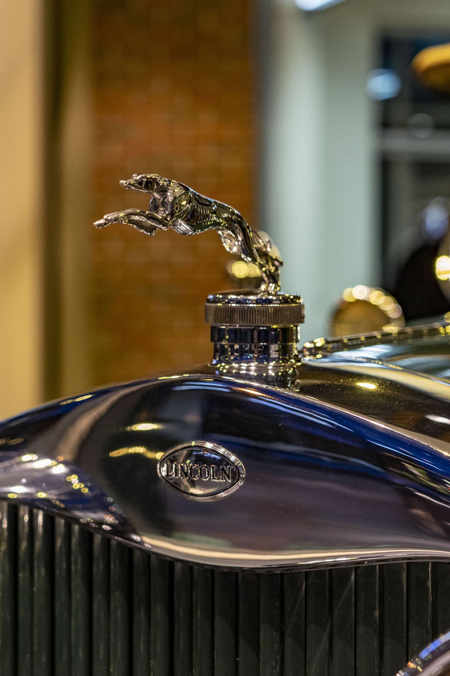 1928 Model L hood ornament closeup
