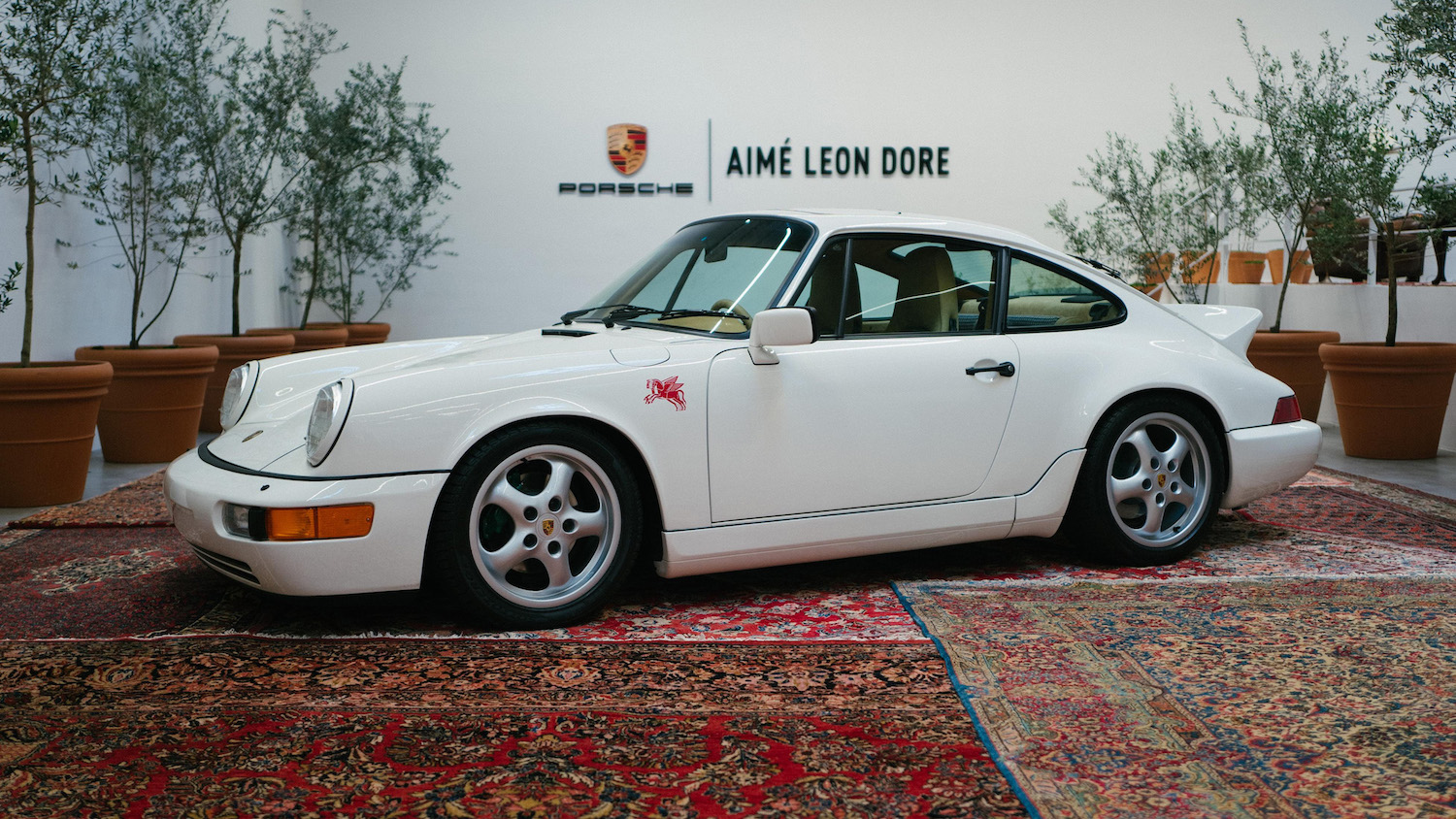 911 Carrera 4 type 964 front three-quarter