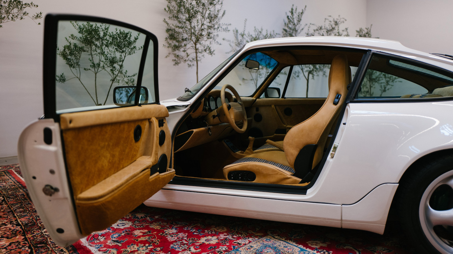 911 Carrera 4 type 964 side-view open door
