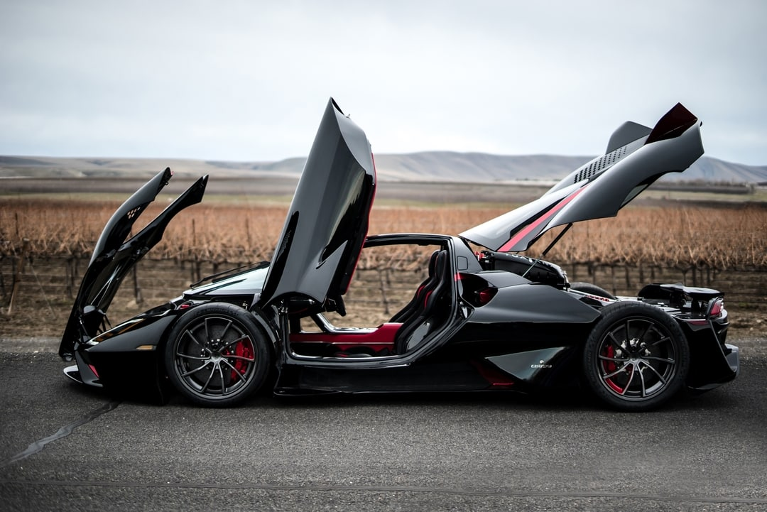 hypercar lifted hinges