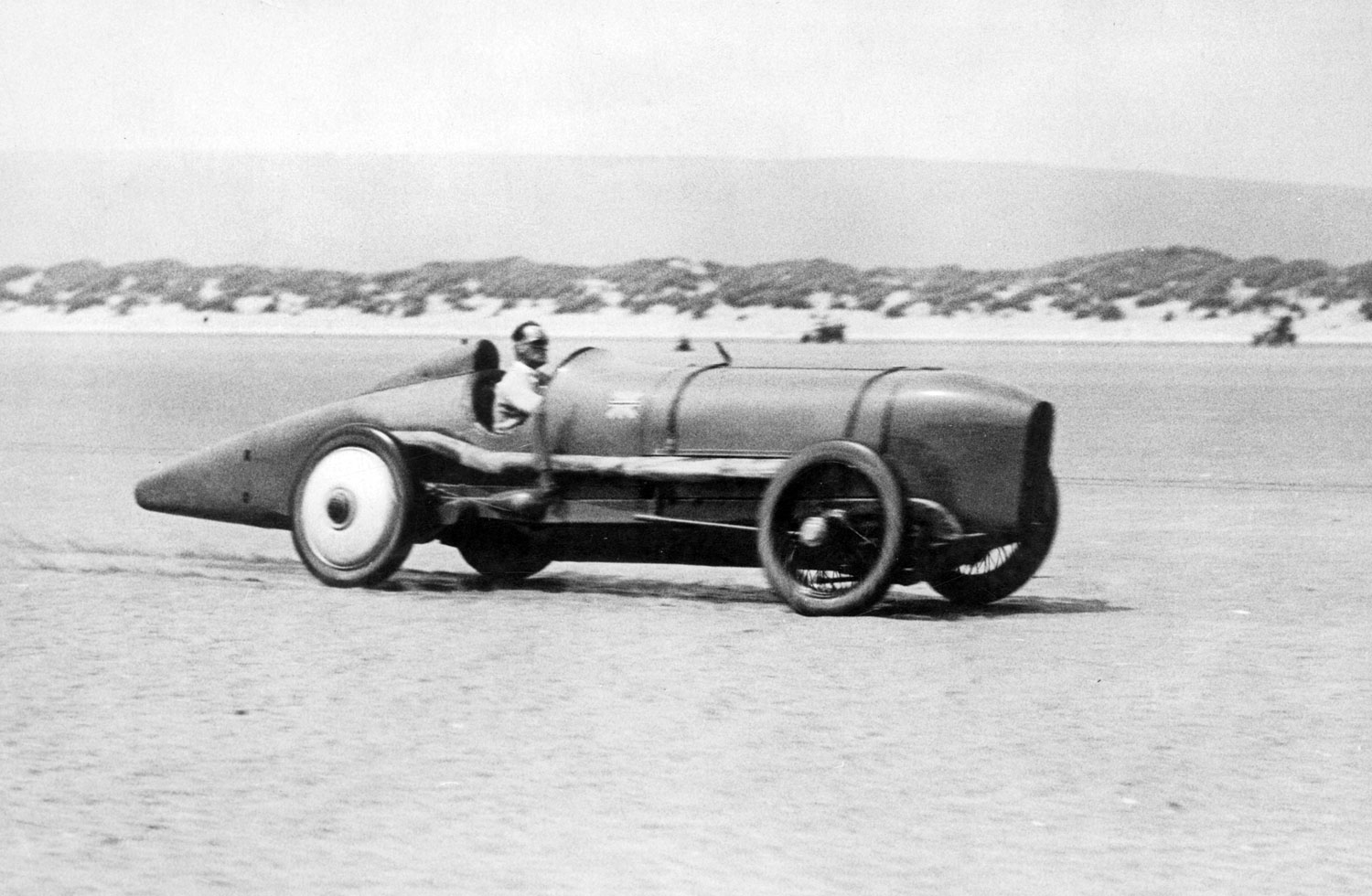 Malcolm Campbell at speed in Sunbeam 350hp at Pendine Sands